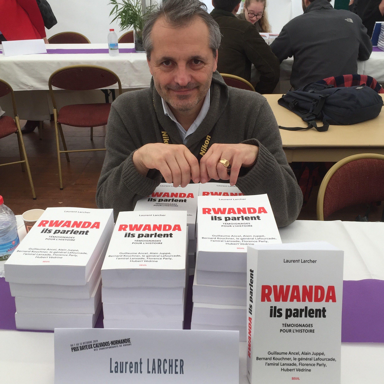 Laurent Larcher au salon du livre Crédits photographiques: Louis Jamin